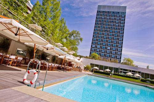 Best hotel to get free loyalty member reward nights in Geneva : InterContinental Geneva